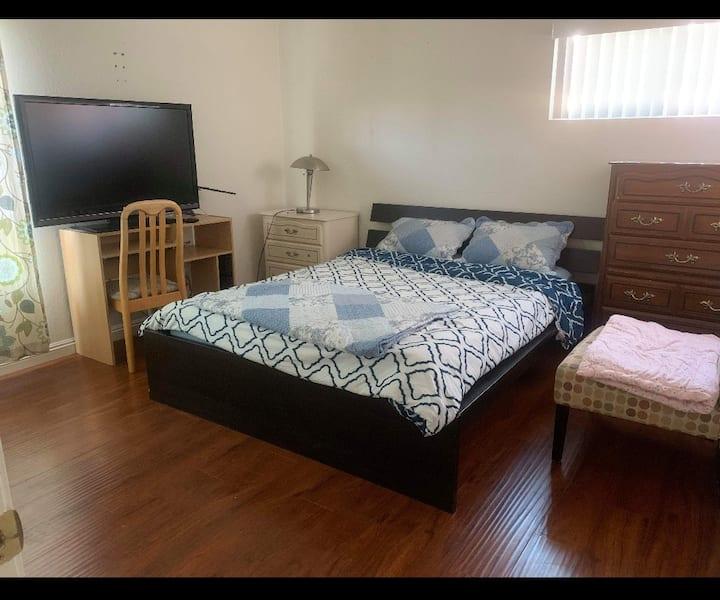居家 套房 背包入住 環境乾淨 舒適 短租或商業旅遊 屋主是基督徒 熱心 服務  可接送機租車