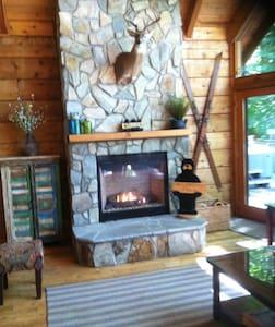 Adventure Lodge - Boone - 통나무집