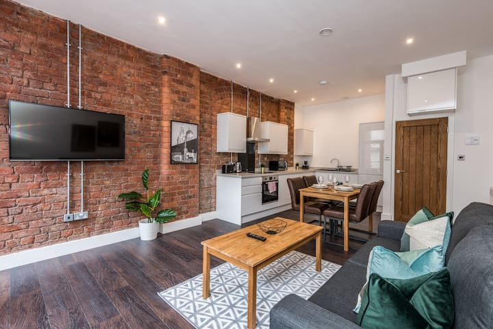 Exposed Brick Design-led Apt - Super Central