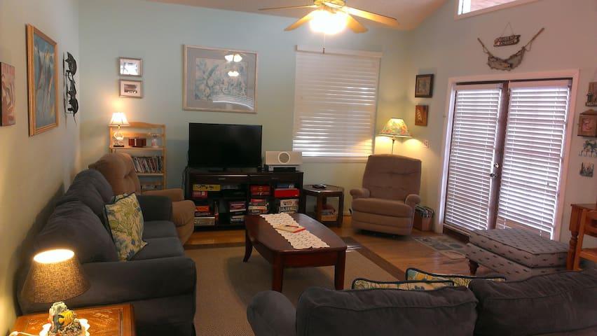 "Living Room with 40"" Smart TV & Netflix"