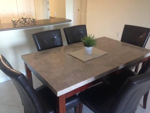 tavolo da pranzo e soggiorno