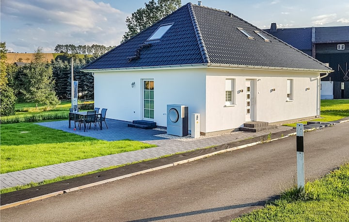 Stunning home in Bad Schlema with WiFi and 2 Bedrooms