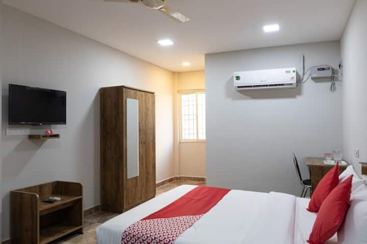 iROOMZ Nestle Inn Deluxe Double A/c Velachery