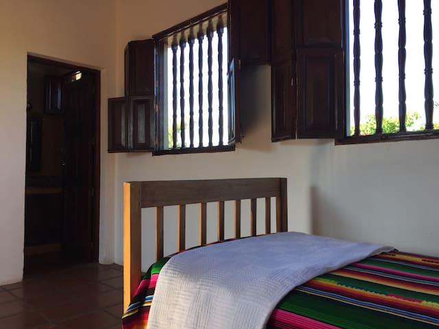 Casa de los Patetas Room 3 - Poneloya - Rumah