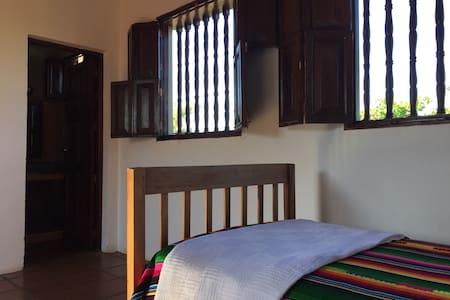 Casa de los Patetas Room 2 - Poneloya - Hus