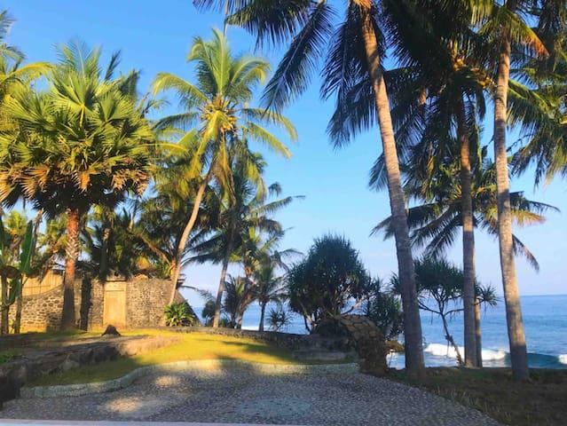 Villa Seraya Sleep Cheap BeachFront