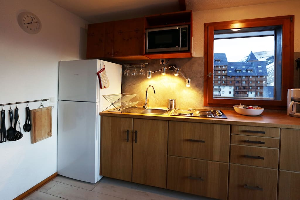 Grand réfrigérateur silencieux avec compartiment congélateur