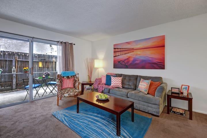 Bungalow Style Condo-Walk to Beach-Priv Roof Deck - Redondo Beach