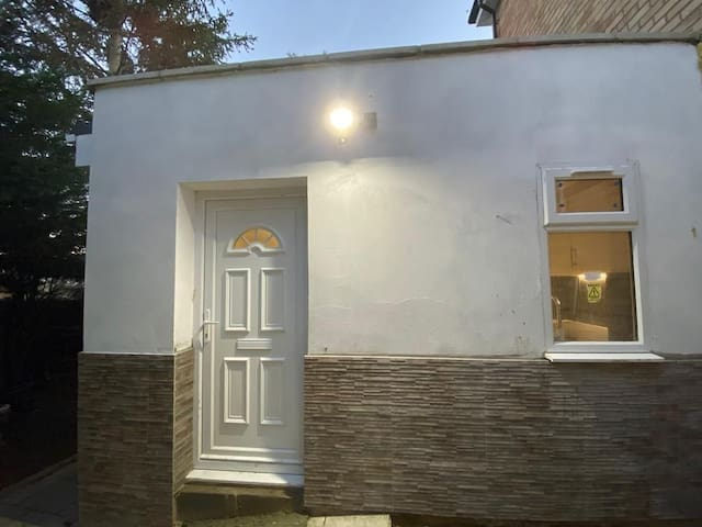 Self contained own access modern house in Wembley