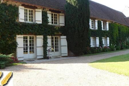 Belle Chambre d'hôte, avec Etang, au calme - Lailly-en-Val - Pension