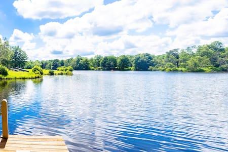 Lakefront- Hot Tub/Foosball/Pool table/Kayak/Canoe