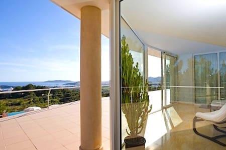 MODERN LUXURY VILA WITH VIEW TO IBIZA TOWN AND SEA - Eivissa