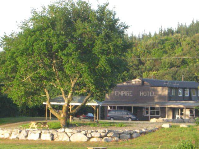 Kaniere Empire Hotel - Bedroom 4