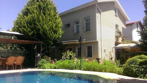 Triplex müstakil havuzlu şömineli barbekülü villa