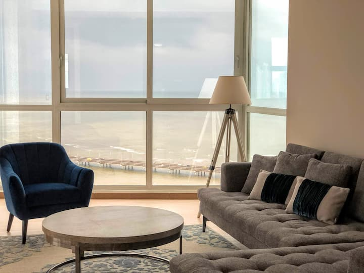 Stylish and Cozy Apt. OCEAN VIEW- FREE PARKING