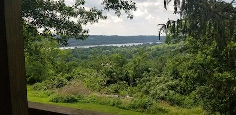 Beautiful Riverview Getaway
