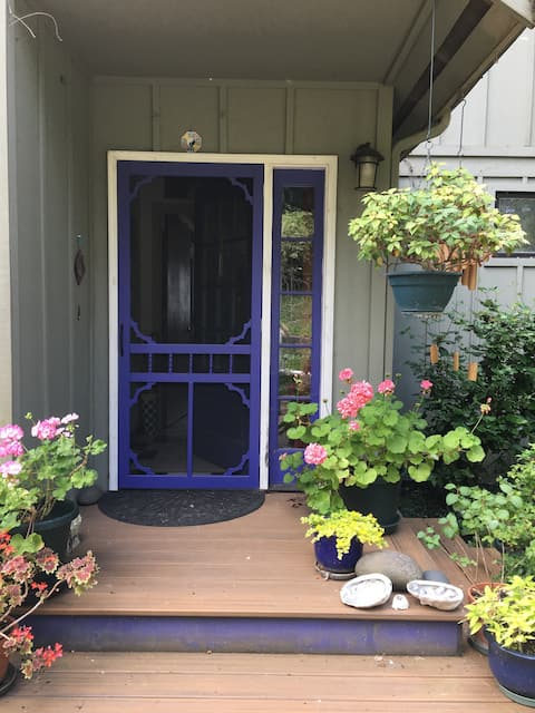 Charming twin room at Sunrise Vineyard