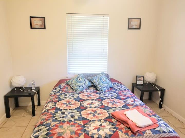 Cozy Room close to the Beach