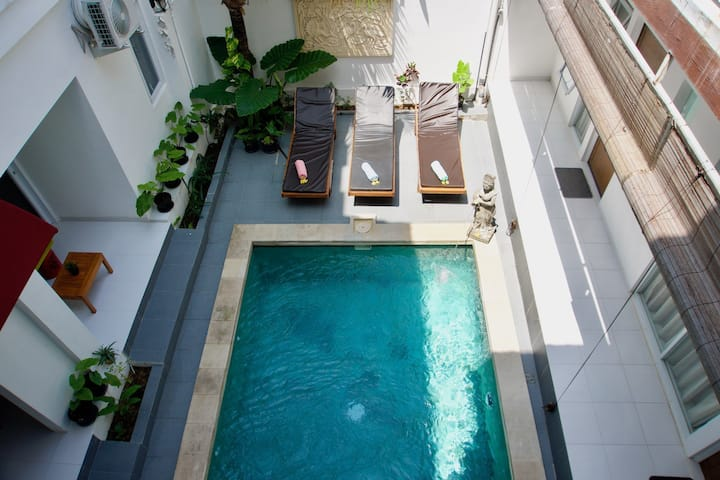 Cozy ensuite with breakfast, 2 pools, Ubud area