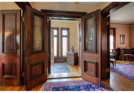 Historic Lornewood Mansion in Downtown Gulelph - Guelph - Apartment