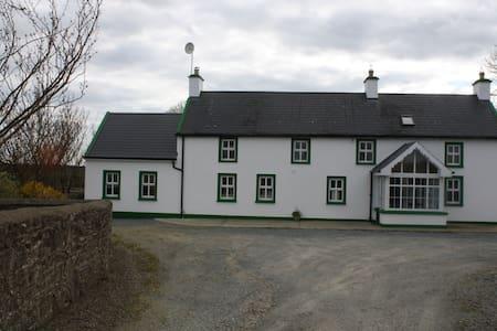 Country farmhouse bliss - Rogula House - New Ross