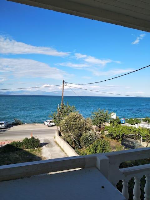 Квартира в Mavra Litharia с видом на море