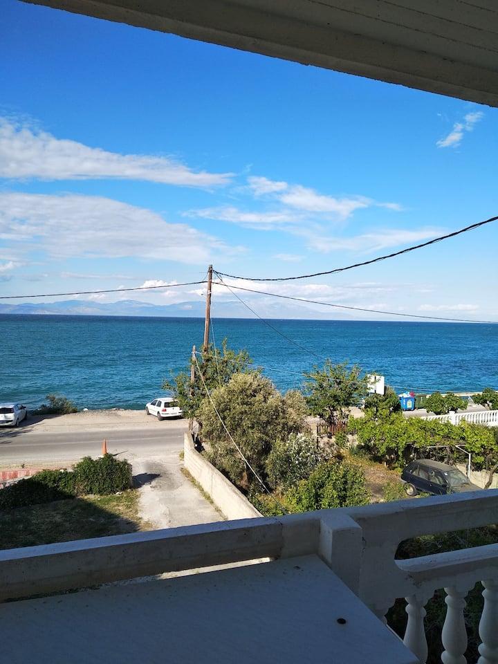 Διαμέρισμα στα Μαύρα Λιθάρια με θέα θάλασσα