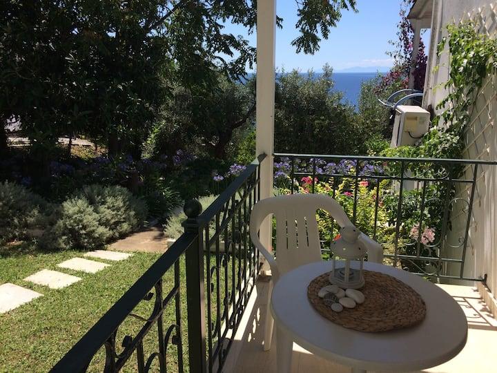 Little place for 2 in a lovely greek garden!