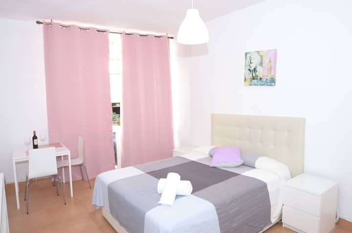 big room in the heart of malaga dowtown