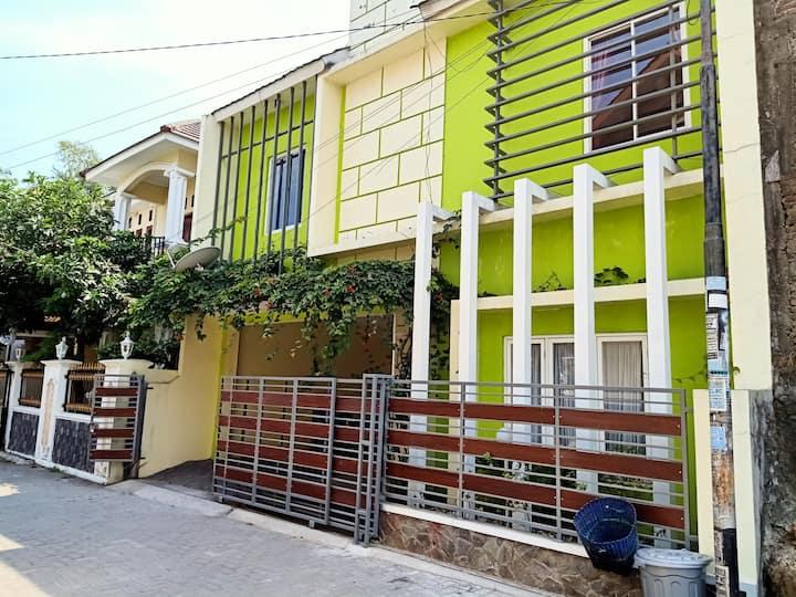 Firdaus Guest House,Jogja Ambarukmo