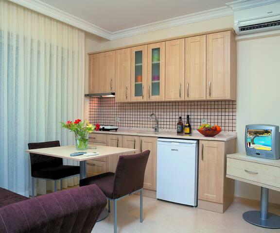 Kamer Suites Dalyan / Çeşme / İzmir - Çeşme - Bed & Breakfast