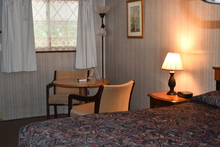 Comforts at the Hopwood Motel