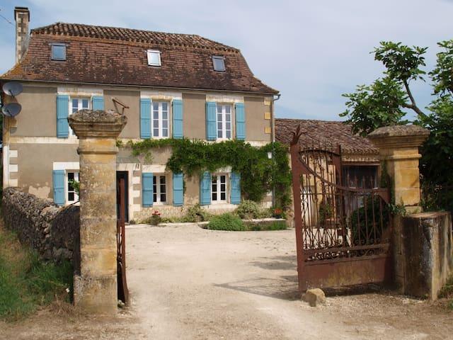 Les Couges - Lolme - Villa