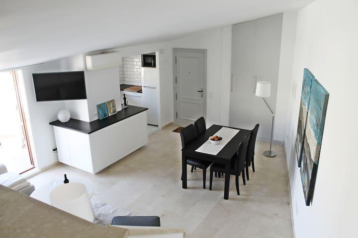 Open plan lounge/ dining / kitchen