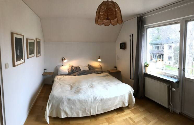Private room with balcony, close to arlanda & city - Sollentuna - House