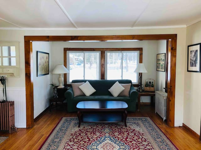 Cozy Downtown Saratoga 3BDR Home Adj. to Skidmore
