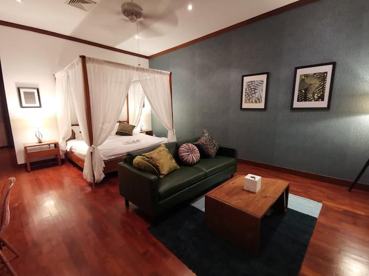 Thai-style villa with two bedrooms in Asok