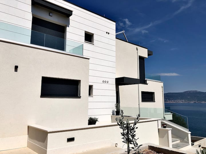 Studio apartment A1, luxury seafront villa A&D