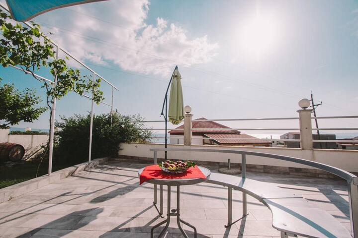 One bedroom apartment with terrace and sea view Podstrana (Split) (A-15591-a)