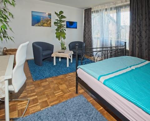 Schönes großes und helles Zimmer bei Karlsruhe