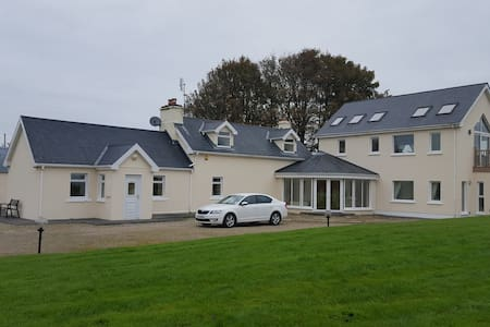 Stunning 14 acre property with lake - Mayo