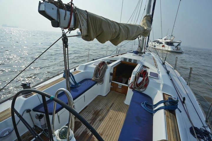 45 foot 3BR Yacht at Mumbai Harbour