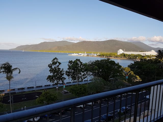 Aquarius Waterfront Apartment, Esplanade Cairns - Cairns City - Lägenhet
