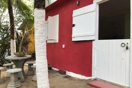 CATUAMA CAMPING & HOSTEL - 600m da Praia com WiFi