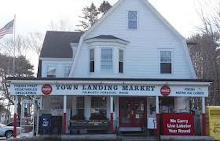 The Iconic Town Landing Market Guesthouse
