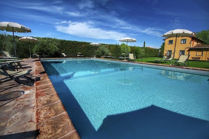 Cozy Farmhouse in Cortona with Swimming Pool