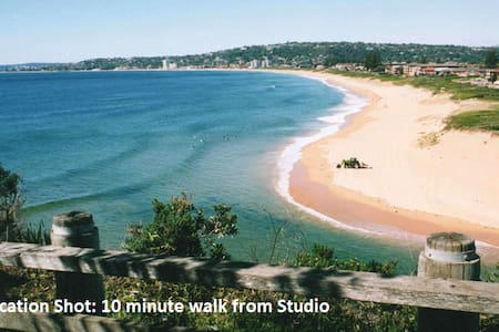 Lake side studio with large balcony - North Narrabeen