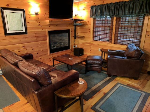 Burke Mountain Cabin: Quiet with easy access