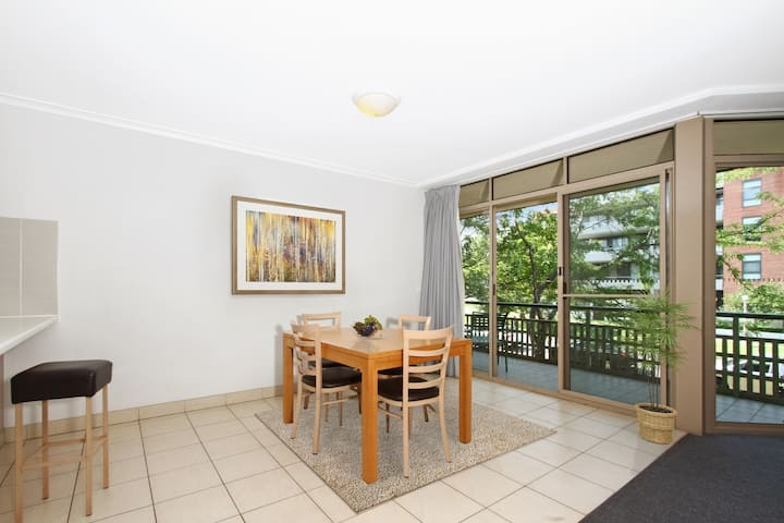 2BR Flat in Kingston Terrace |Pool |Parking |Wifi