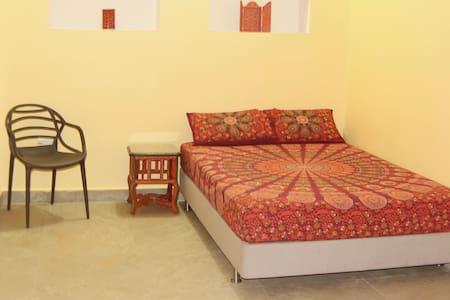 Lotus Paying Guesthouse Lotus Room - Varanasi - Gästehaus